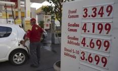 Alta de R$ 0,41 por litro de gasolina e de R$ 0,20 por litro de etanol começou a valer nesta sexta Foto: Alexandre Cassiano / Agência O Globo