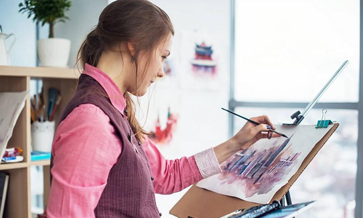 Colorir melhora o controle motor e a organização, sendo indicado para estudantes que estão se preparando para o Enem Foto: iStock