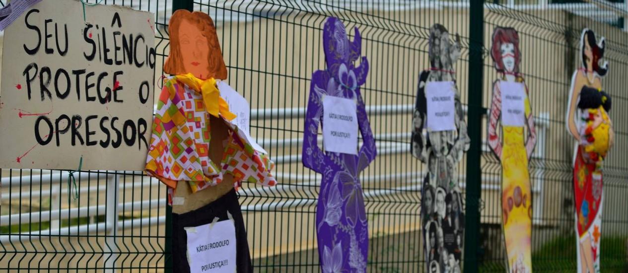 Intervenção artística cultural em São José dos Campos em defesa dos direitos das mulheres; segundo OMS, taxa de feminicídios no Brasil é a quinta do mundo Foto: Lucas Lacaz Ruiz / Agência O GLOBO