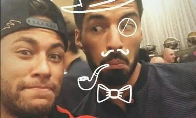 Neymar se diverte com Luis Suárez em foto no Instagram, na concentração do Barcelona, nos Estados Unidos Foto: Reprodução/Instragram