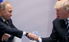 O presidente dos EUA, Donald Trump, aperta a mão dedo presidente da Rússia,Vladimir Putin, durante um encontro bilateral na cúpula do G20 em Hamburgo, na Alemanha Foto: Carlos Barria / REUTERS