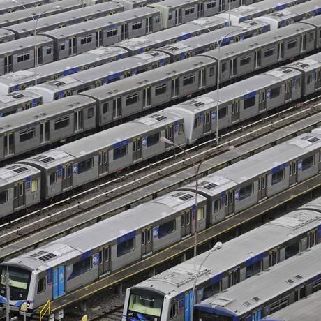 Trens do Metrô de SP: empresa investigou seu ex-diretor e achou incompatibilidade patrimonial Foto: Nelson Antoine/AP/6-6-2014