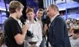 Candidato de novo? Putin conversa com jovens em Sochi: presidente garantiu ainda não saber se concorrerá Foto: ALEXEY NIKOLSKY / AFP/21-7-2017