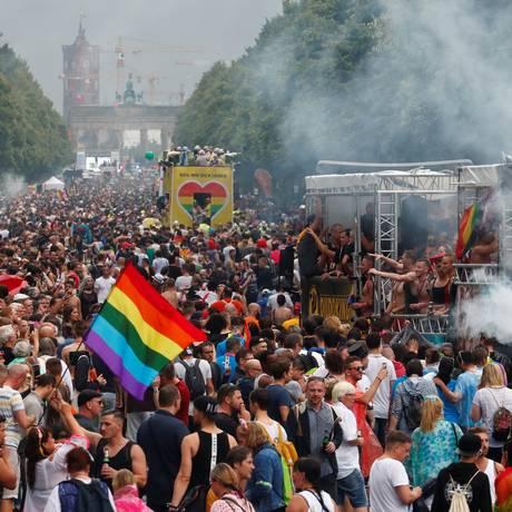 Berlinenses vão às ruas e comemoram aprovação do casamento gay na Alemanha Foto: FABRIZIO BENSCH / REUTERS