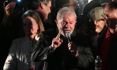 Lula foi condenado a nove anos e meio de prisão pelos crimes de corrupção passiva e lavagem de dinheiro no caso do tríplex do Guarujá Foto: NELSON ALMEIDA / AFP