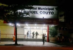 PM chegou a ser levado para o Hospital Miguel Couto, mas não resistiu Foto: Fabiano Rocha / Agência O Globo