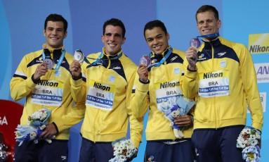Equipe brasileira no pódio, na Hungria Foto: Satiro Sodré/SSPress/CBDA