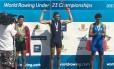 Unca Tales, no lugar mais alto do pódio, comemora a medalha de ouro Foto: Divulgação/Confederação Brasileira de Remo