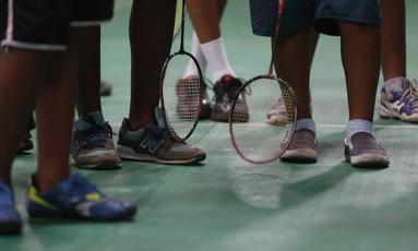 Alunos de badminton de José Inácio Costa treinam em Niterói Foto: Alexandre Cassiano / Agência O Globo