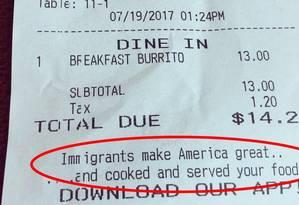 Restaurante imprime mensagem pró-imigrantes em Los Angeles Foto: Reprodução/Twitter