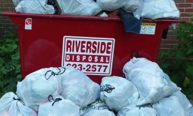 A ação deu resultado: uma caçamba não foi suficiente para o lixo coletado Foto: FACEBOOK