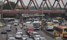 Avenida Brasil ficou em segundo lugar no ranking de ruas com mais roubos Foto: Márcia Foletto / Agência O Globo