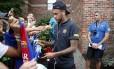 Neymar distribui autógrafos nos EUA: brasileiro segue sem falar sobre possível ida ao PSG Foto: Miguel Ruiz/Barcelona