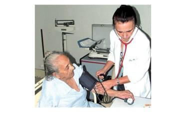 Com a nova lei, em todo os atendimentos de saúde, os maiores de 80 anos terão preferência especial sobre os demais idosos, exceto em caso de emergência Foto: Arquivo