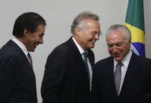 Os senadores Eunício Oliveira e Renan Calheiros e o presidente Michel Temer Foto: Givaldo Barbosa / Agência O Globo / 9-5-17