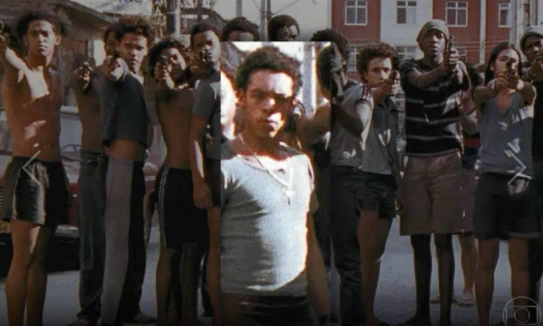Atores e figurantes numa cena do filme Cidade de Deus. No detalhe, Ivan da Silva Martins Foto: Reprodução TV Globo