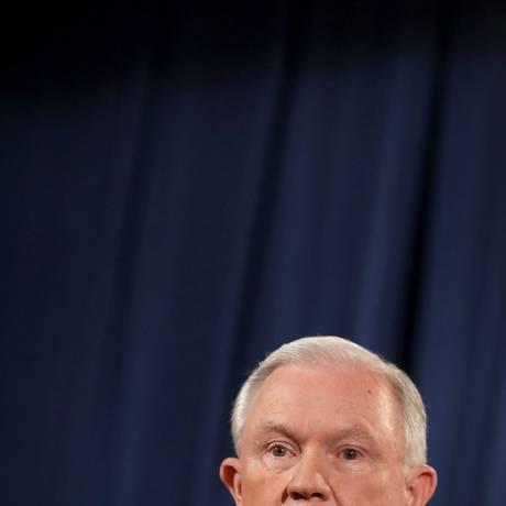 Procurador-geral, Jeff Sessions, vem sendo criticado publicamente pelo presidente Trump, que o indicou ao cargo no início do ano Foto: CHIP SOMODEVILLA / AFP