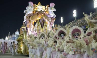 Desfile da Mangueira no carnaval de 2017 Foto: Roberto Moreyra / Agência O Globo / Arquivo / 27/02/2017
