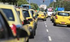 Taxistas organizam protesto para pressionar prefeitura do Rio a conversar com a categoria Foto: Agência O Globo / Fabiano Rocha