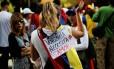 Pedidos de 'mais amor'. Opositores se reúnem em ato em homenagem às vítimas da violência do governo, em Caracas: greve geral foi convocada para esta semana no país