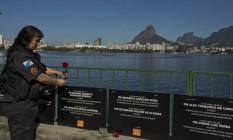Força. A cabo Flavia Louzada em ato contra a morte de PMs na Lagoa Foto: Antonio Scorza / Agência O Globo