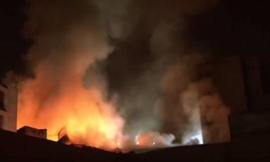 Causa do incêndio ainda é investigada pelo Corpo de Bombeiros Foto: Reprodução / TV Globo
