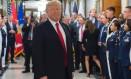 O presidente americano, Donald Trump, se reúne com membros das forças armadas no Pentágono, no dia 20 de julho Foto: SAUL LOEB / AFP