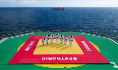 Judocas lutaram no alto de plataforma de petróleo na Bacia de Campos Foto: João Pedro Rangel/Divulgação