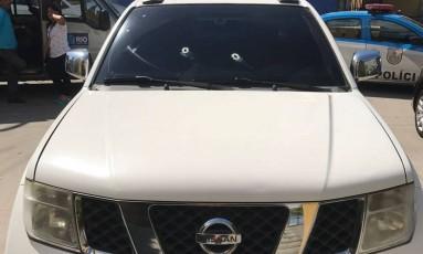 Veículo foi atingido com dois disparos Foto: Reprodução/WhatsApp