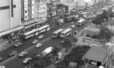 Rua Conde de Bonfim e Praça Saens Peña, em 1990 Foto: Arquivo O Globo - 04/07/1990 - José Vasco / Agência O Globo