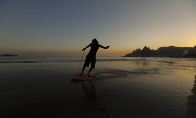 Após dias ensolorados na cidade, temperaturas devem cair no Rio no fim de semana Foto: Pablo Jacob / Agência O Globo