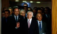 O presidente Michel Temer acompanhado de parlamentares e ministros antes de pronunciamento Foto: Walterson Rosa/Framephoto