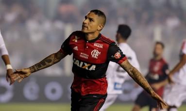 Guerrero comemora o segundo gol do Flamengo Foto: Terceiro / Thiago Bernardes / FramePhoto / Agência O Globo