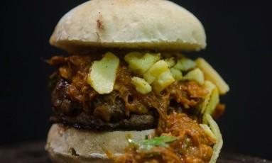 All In (R$ 20), especialmente criado para o Rio Gastronomia: 100% filé de costela, pão sacadura, Chilli de Porco, queijo canastra ralado Foto: Divulgação