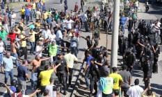 Taxistas e PMs entraram em confronto durante protesto em frente à prefeitura Foto: Guilherme Pinto / Agência O Globo