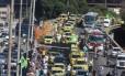 Carreata de taxistas no Rio Foto: Fabiano Rocha / Agência O Globo