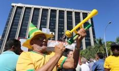 Tumulto entre os manifestantes e a PM no Centro do Rio durante protesto de taxistas Foto: Guilherme Pinto / Agência O Globo