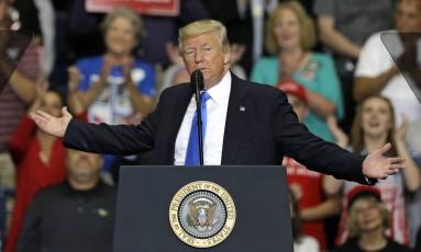 """O presidente americano, Donald Trump, defendeu na quarta-feira que o eército dos EUA não podia arcar com o """"enorme custo"""" representado pelos trans Foto: Tony Dejak / AP"""
