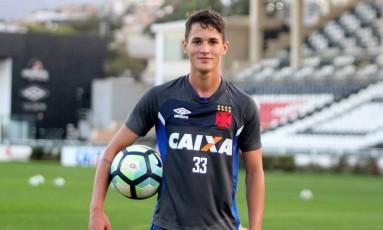 Mateus Vital sorri durante treino do Vasco em São Januário Foto: Divulgação - Vasco