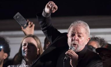 Lula durante ato na Avenida Paulista após condenção pelo tríplex do Guarujá, em julho de 2017 Foto: Edilson Dantas / Agência O Globo