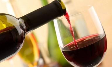Embora a cerveja e outras bebidas alcoólicas ajudem a diminuir significativamente o risco de diabetes, como aponta o estudo, o vinho se mostra como a bebida com mais efeito benéfico para evitar a doença Foto: Divulgação
