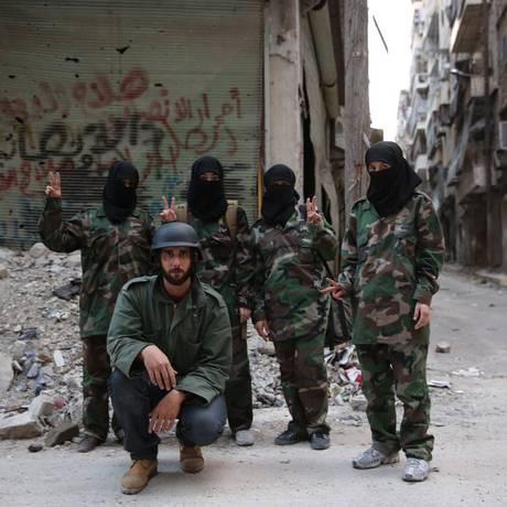 Imersão. Brasileiro viveu rotina de guerra também em Aleppo, na Síria, para entender a fundo os confrontos com jihadistas Foto: Gabriel Chaim/DOC Galeria