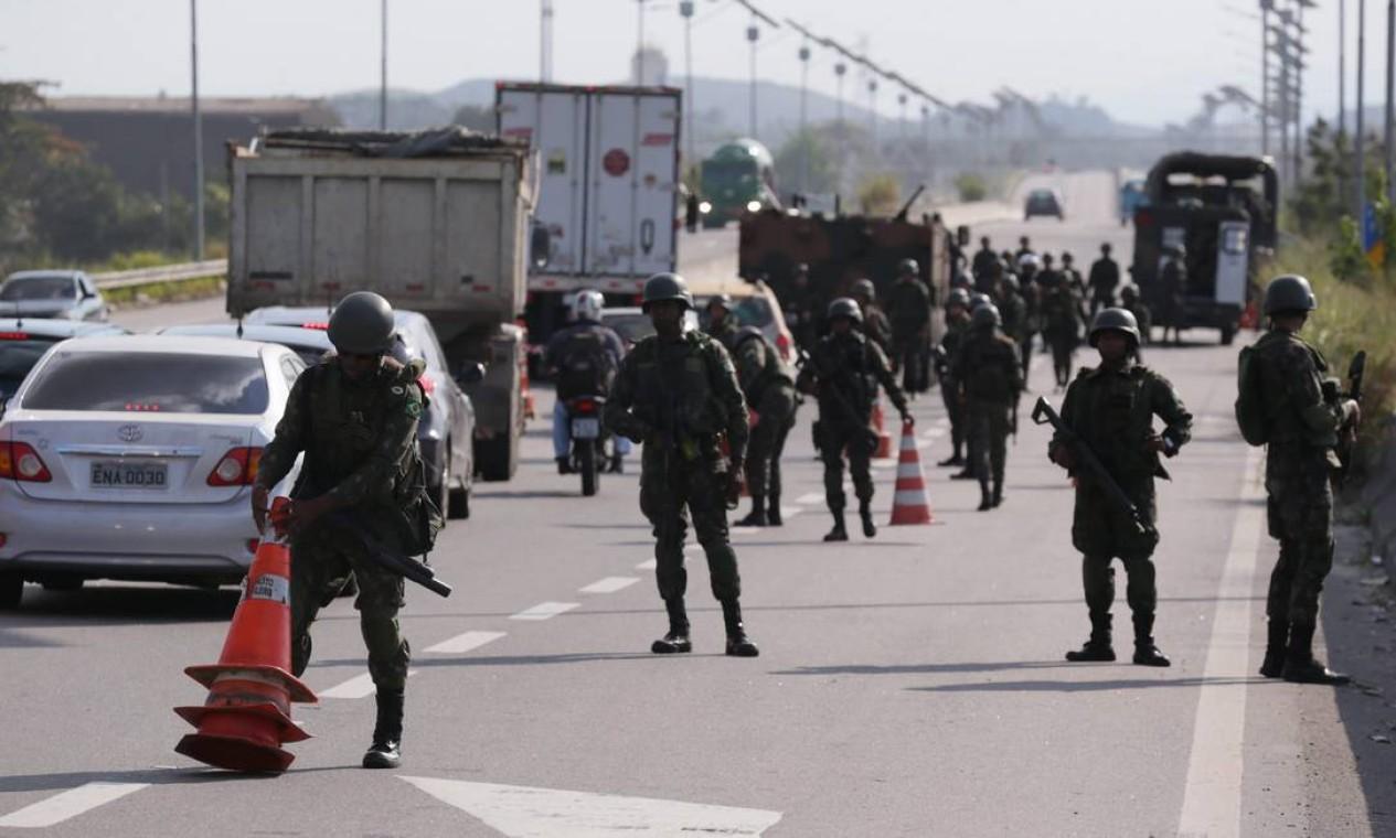 Agentes das Forças Armadas podem ficar no Rio até o fim de 2018 Foto: Cléber Júnior / Agência O Globo