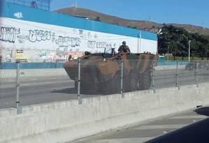 Agentes já chegaram na Estrada do Contorno, em Niterói, Região Metropolitana do Rio Foto: Foto do leitor