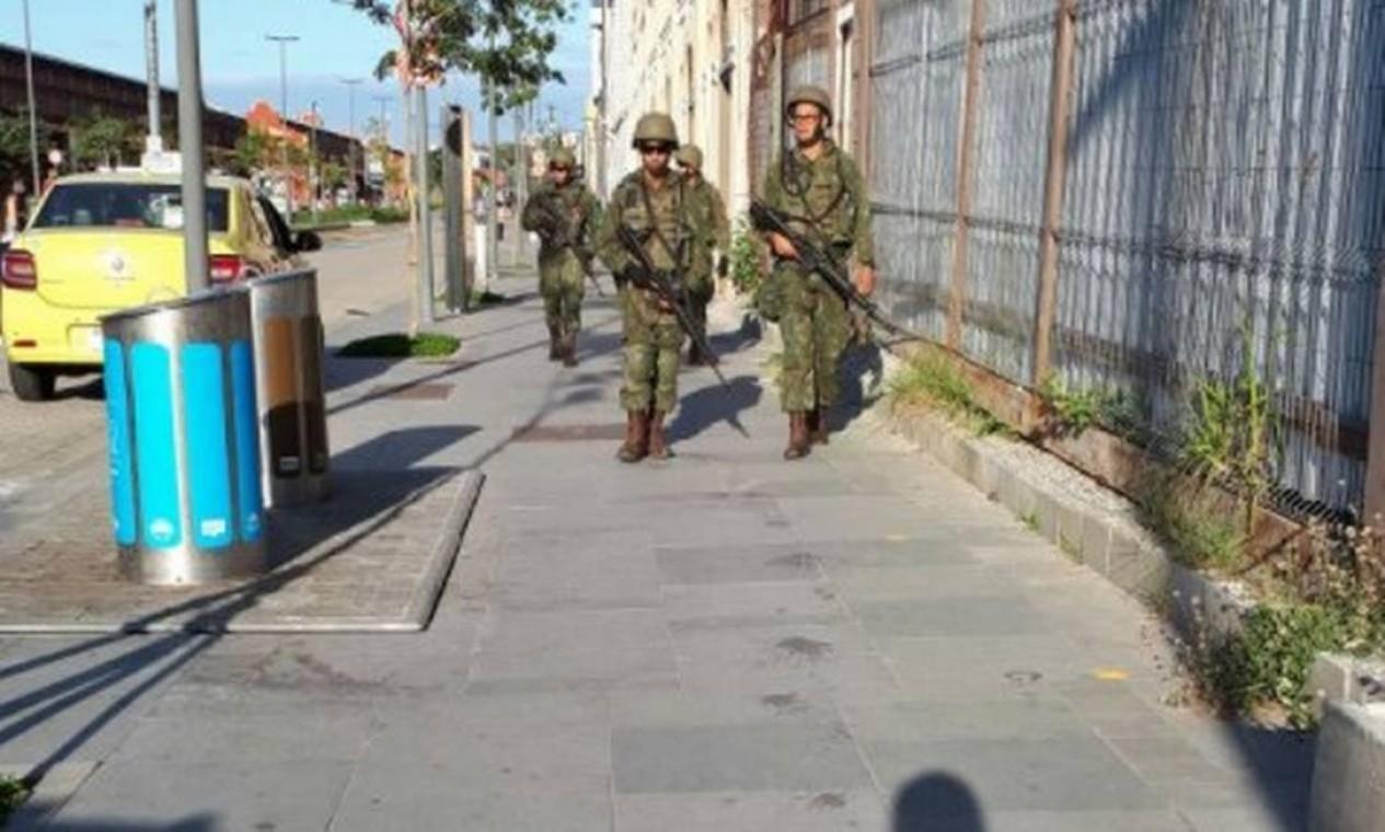 Agentes das Forças Federais no Boulevard Olímpico, Região Portuária do Rio Foto: Foto do leitor / Foto do leitor