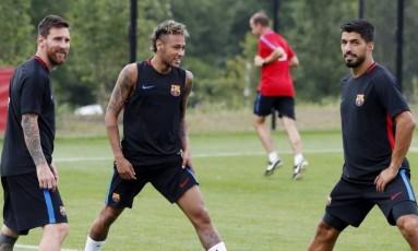 Neymar entre Messi e Suárez no treino em Miami Foto: Divulgação