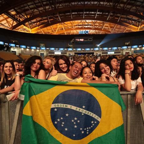 Bandeira brasileira no Festeja Lisboa, evento de música sertaneja em Portugal Foto: Roberto Moreyra / Agência O Globo