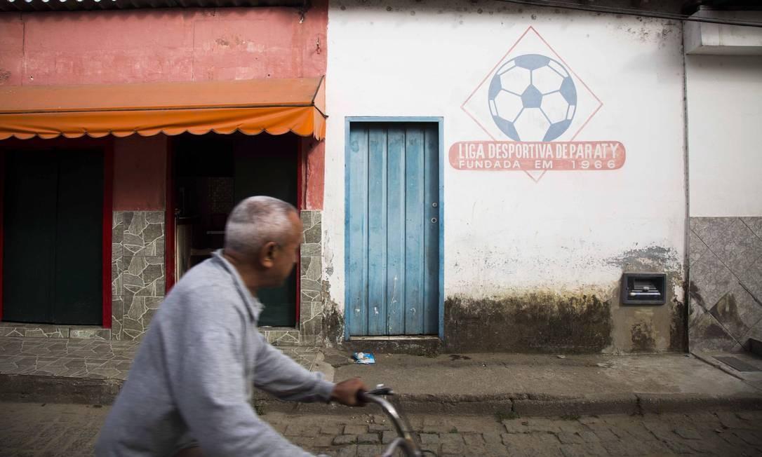 A depauperada fachada da Liga Esportiva de Paraty Foto: / Mônica Imbuzeiro