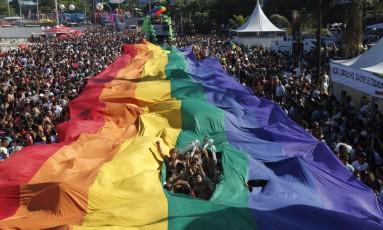 Parada gay Foto: Mônica Imbuzeiro / Agência O Globo