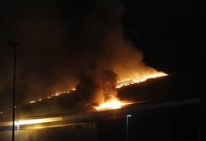 Especialistas alertam que proporção do incêndio ao Velódromo do Parque Olímpico do Rio poderia ser menor Foto: Pedro Teixeira / Agência O Globo